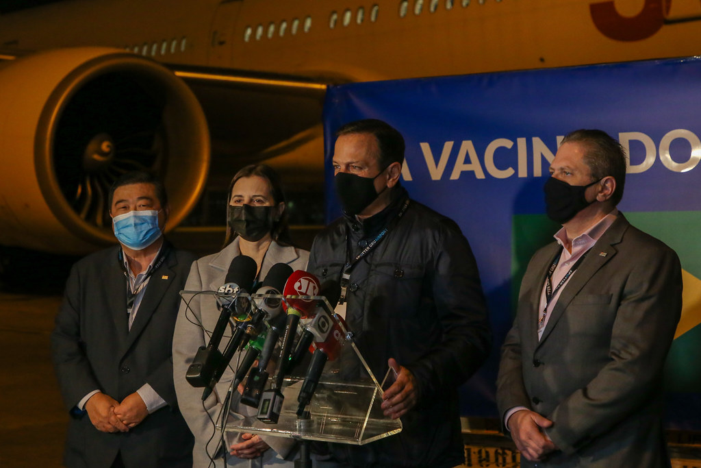Chegada de 12 mil litros de IFA para produzir 20 milhões de vacinas do Butantan