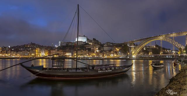 Oporto en la noche (Panorámica de 2 horizontales)