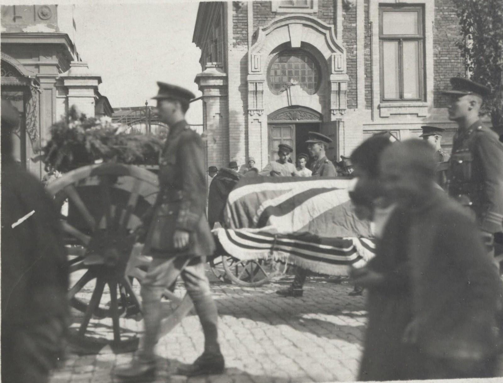 499. 1919. Похороны английского офицера в Таганроге