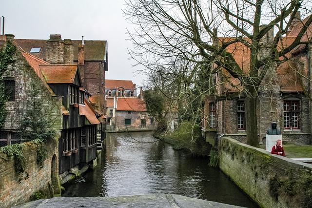 Le canal longeant la rue Groeninge, Bruges, Belgique