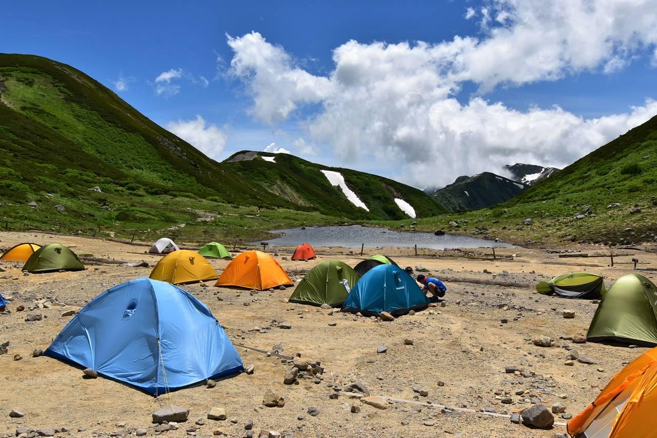 北アルプス双六小屋のテント場