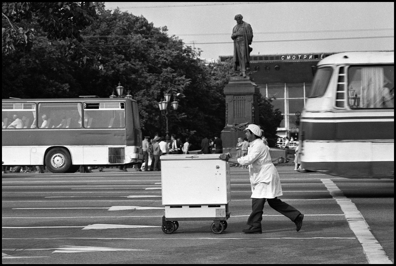 1980-е. На маршруте по главной с мороженым