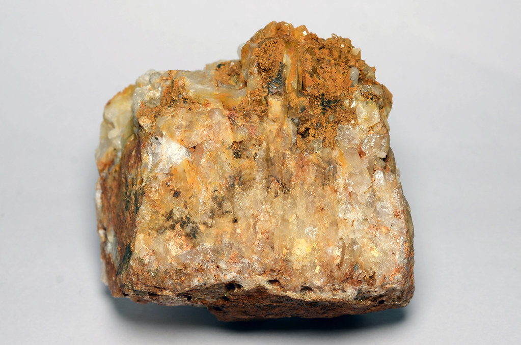 褐色に汚れた石英