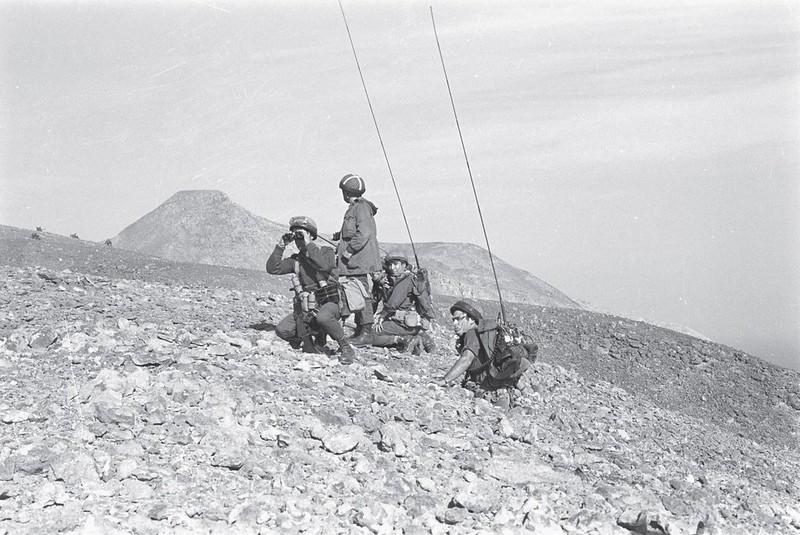 Radio-PRC-25-operation-rhodes-197001-70y-1