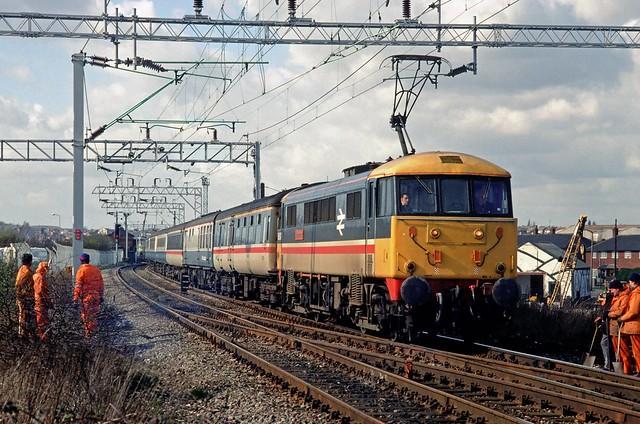 86247 at Watery Lane, Tipton in January 1987.