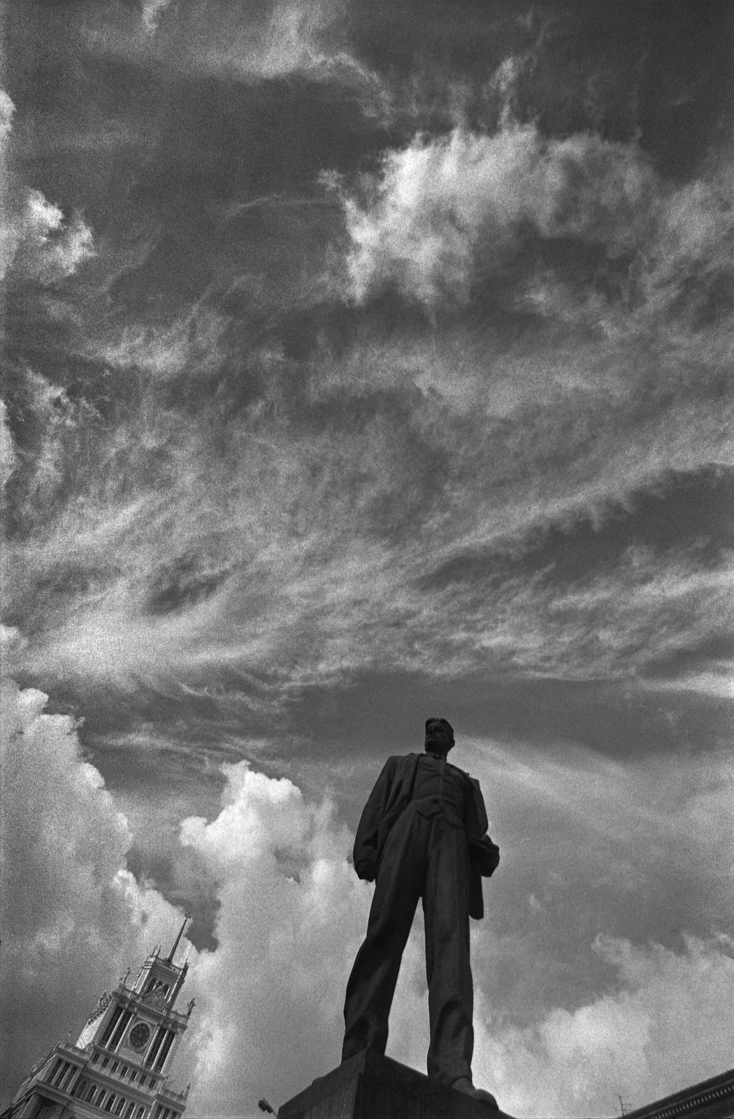 1980-е. Памятник поэту Владимиру Маяковскому