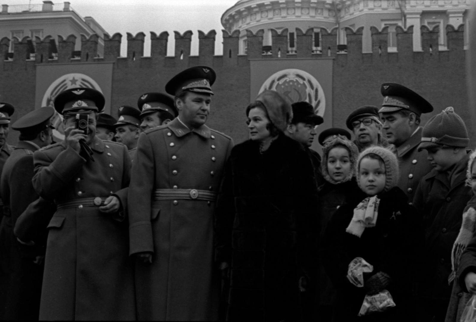 1975. Валентина Терешкова, Георгий Гречко, Андриян Николаев, Владимир Шаталов на Красной площади