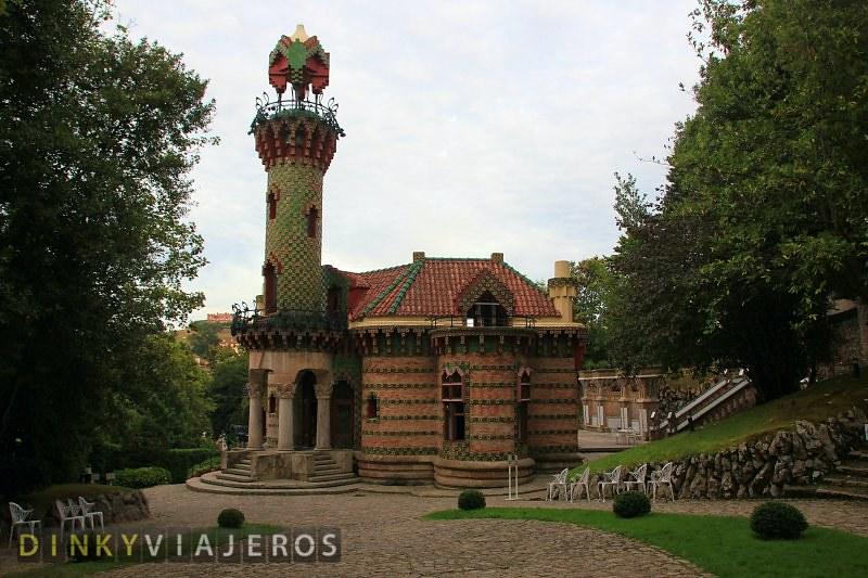 El-Capricho-de-Gaudi-001