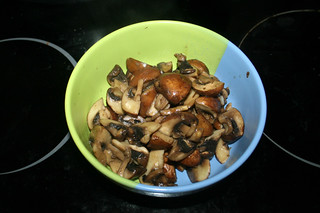 06 - Put mushrooms aside / Pilze bei Seite stellen