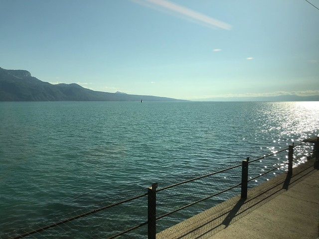 Die Abendsonne über dem See in Richtung Genf.