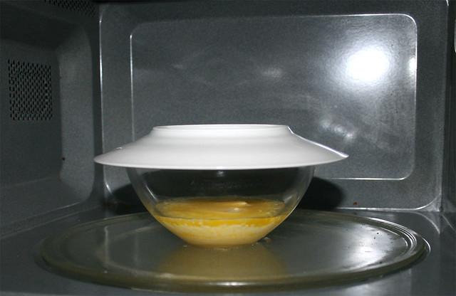 25 - Melt butter / Butter schmelzen