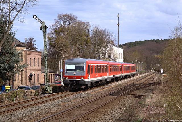 Auf der Fahrt als RE12 von Köln Messe Deutz nach Trier passieren 628 681 + 628 675 das Ausfahrsignal von Satzvey.