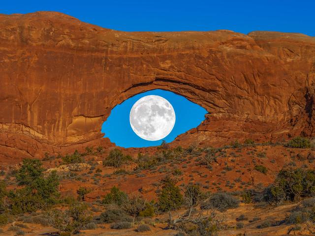 Desert Eye: Full Moon North Window Arch Arches National Park Winter Fuji GFX100 Utah Fine Art Landscape Photography! Elliot McGucken Fine Art American West Landscape Nature Photography! Master Medium Format Fine Art Photographer! Fujifilm GFX 100