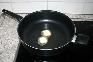 04 - Melt butter in pan / Butter in Pfanne zerlassen