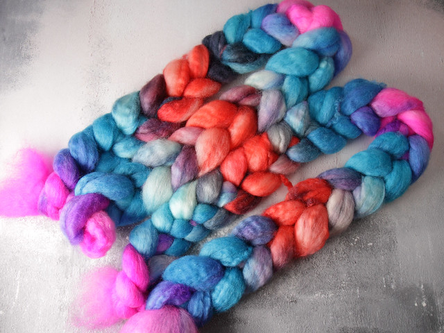 British Bluefaced Leicester wool top/roving hand-dyed spinning fibre 100g – 'Carnival' (neon pink, turquoise, grey, mauve, orange repeating gradient)