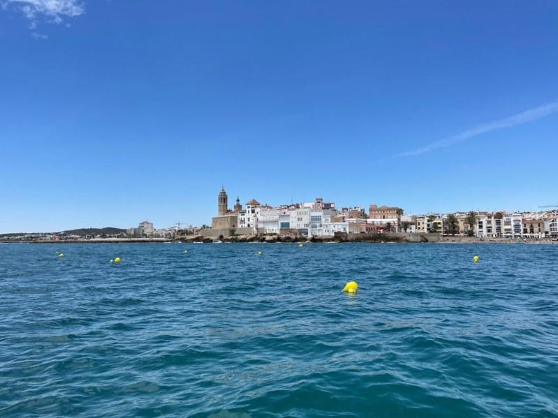 El Ayuntamiento amplía los campos de boyas en la costa de Sitges