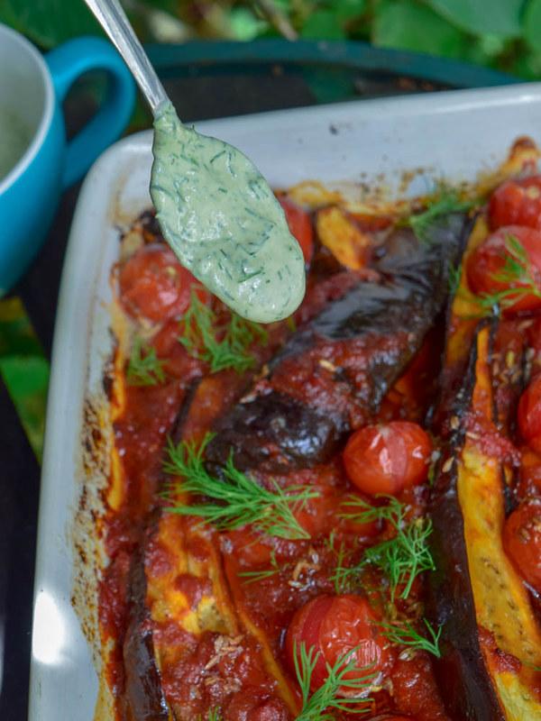 Aubergines rôties à la sauce tomates, yaourt aux anchois et aneth 2