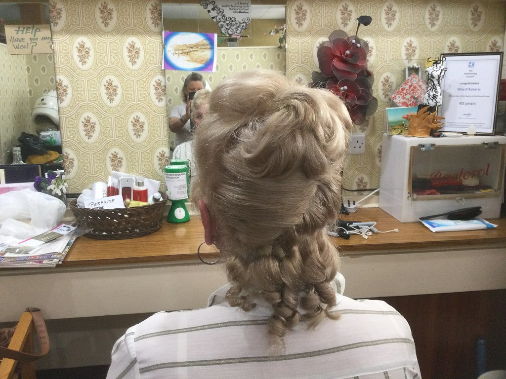Roller and Perm rod up do
