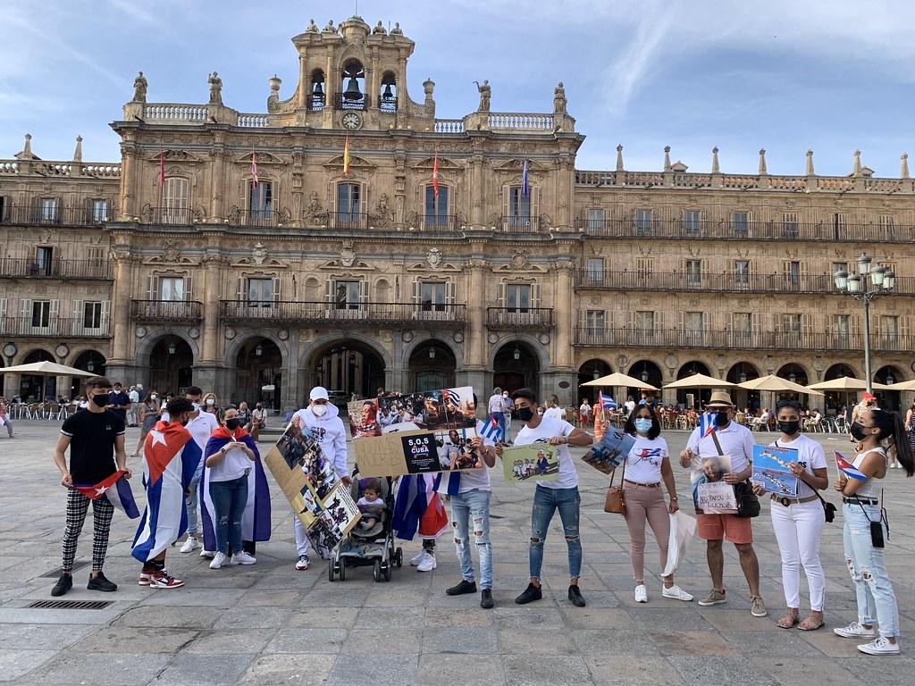 SOS Cuba concentración en la Plaza Mayor de Salamanca.  (1)