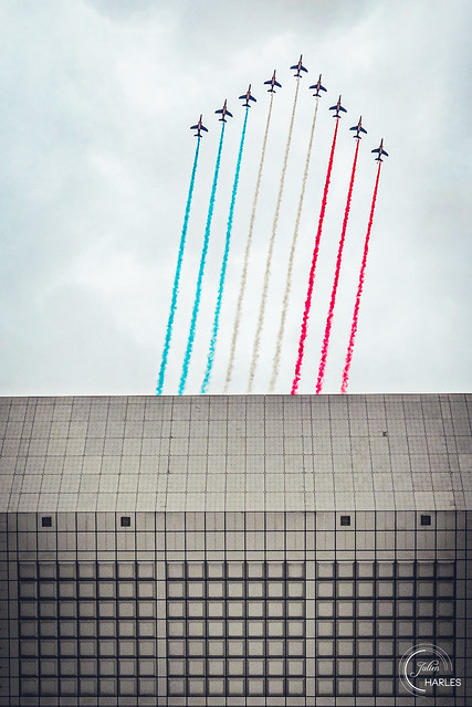 The patrol of France above the Grande Arche de la Défense 🇫🇷
