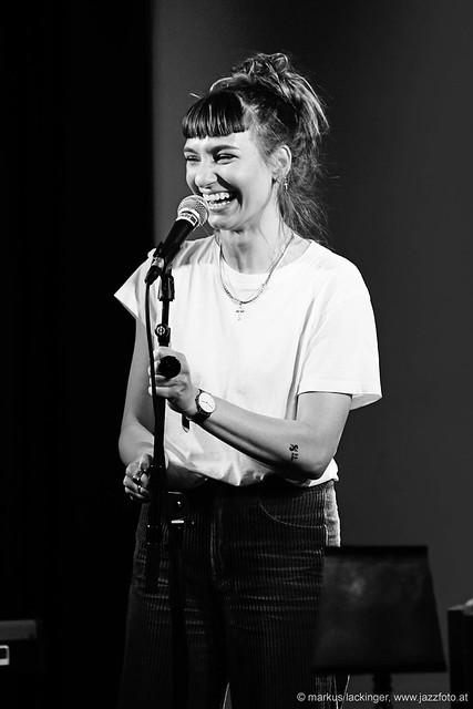 Anna Buchegger: Vocals, keys