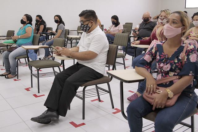 14.07.21 - Moradores do Cidadão Manauara 2 assinam contratos com a Caixa