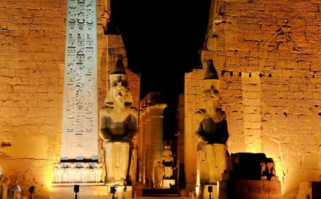 Templo de Luxor iluminado (Egipto)