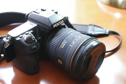 Objetivo Sigma 10-20 montado en una Pentax