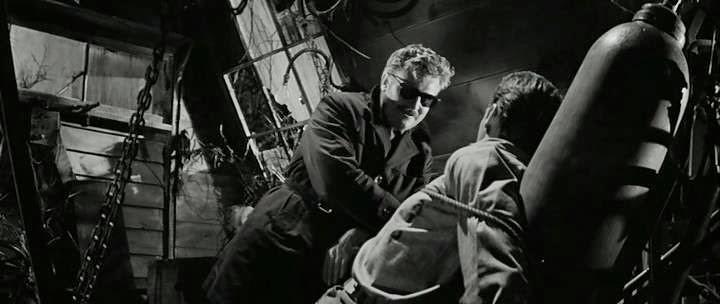 Donald Houston et Kerwin Mathews dans le film Maniac (Michael Carreras, 1963)