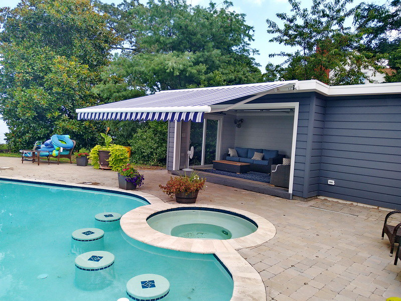 poolside-retractable-awning