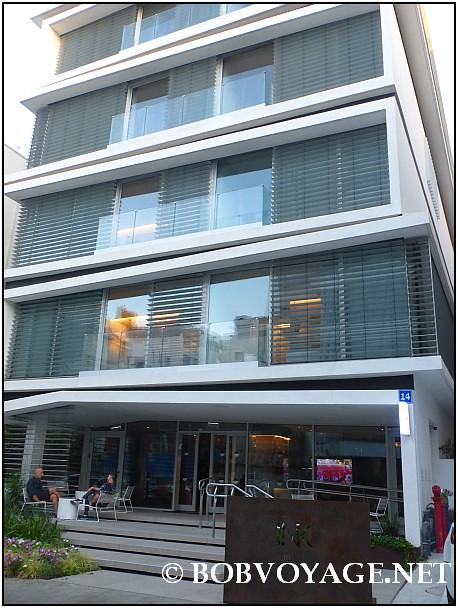 הכניסה למלון INK בו נמצאת מסעדת סאן יאנג (Sun Young)