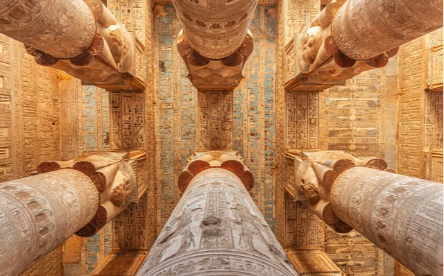 Techumbre y columnas del templo de Dendera (Egipto)