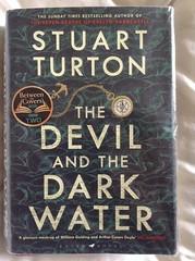 The Devil and the Dark Water - Stuart Turton