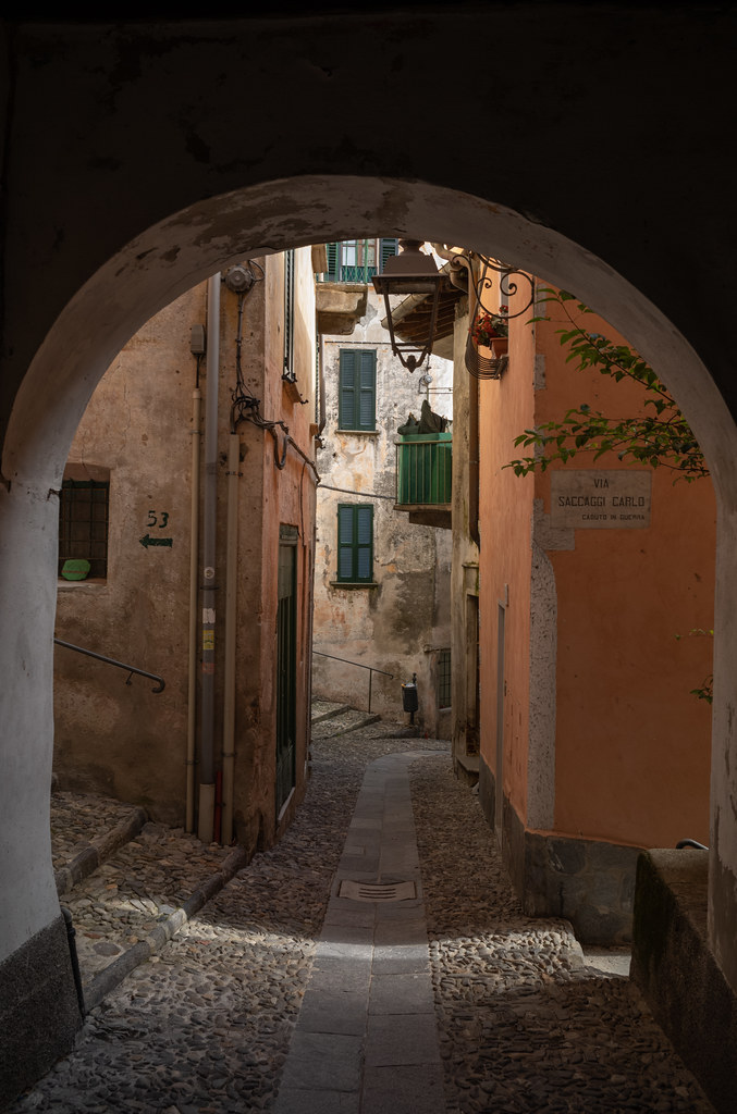 Walking across the alleys of Maccagno