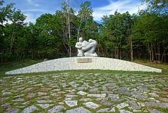 """Monumento a las Pascuas Sangrientas"" (1963) obra de Electa Arenal Huerta en Holguín."