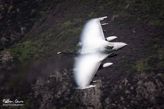 USAF General Dynamics F-16C Fighting Falcon 89-2047 low level in Northern England