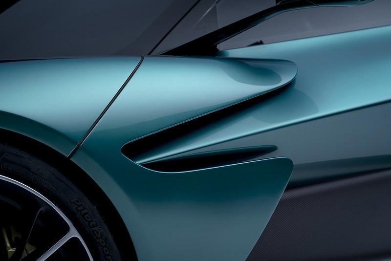 Aston-Martin-Valhalla (8)