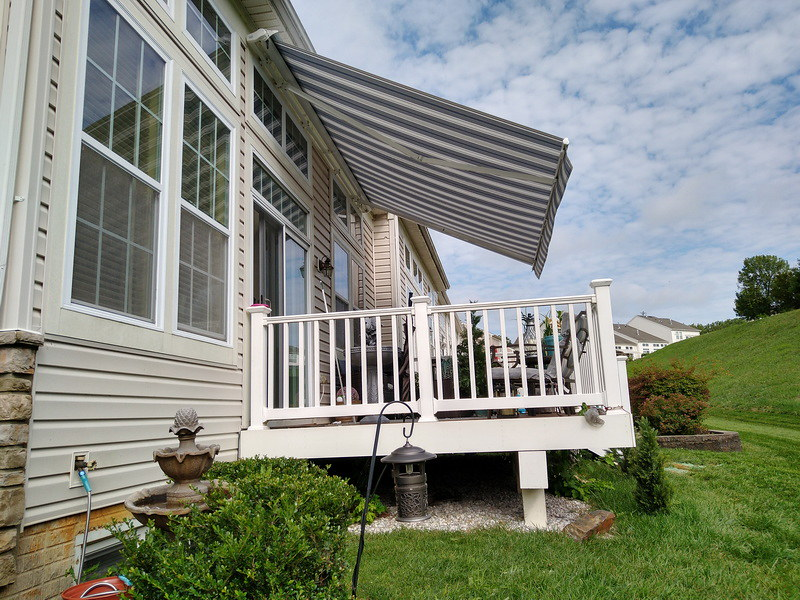 townhouse-retractable-awning-hoffman