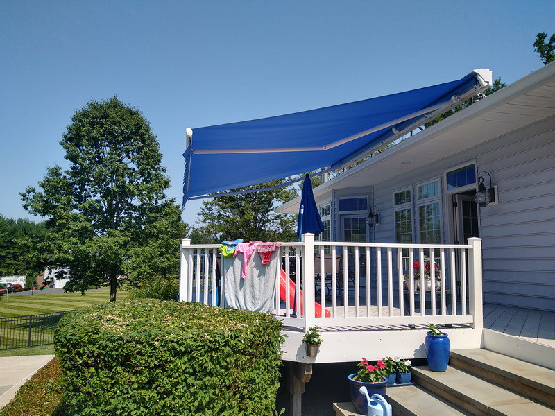 hoffman-retractable-awning-roof-mount