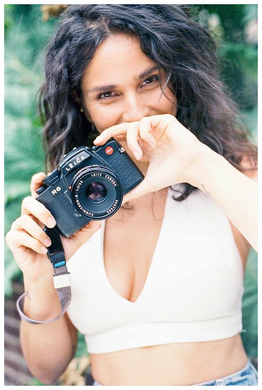 Nikon FE2 vs Leica R6!