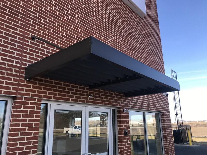 hoffman-standing-seam-metal-awning