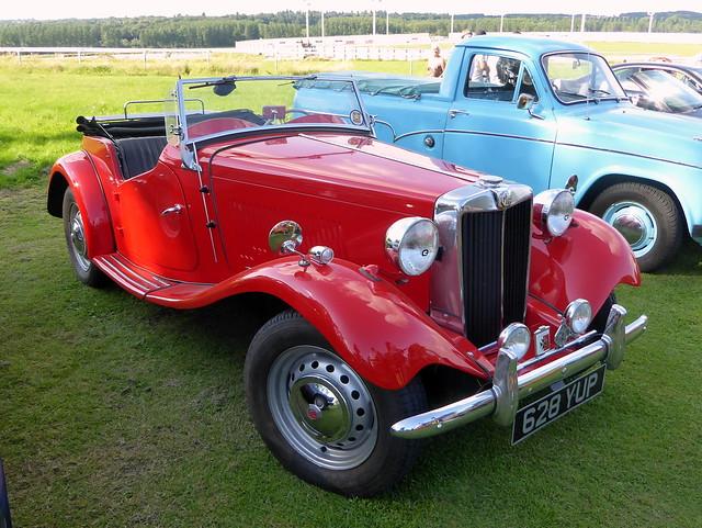 628 YUP is a 1953 MG TD Midget - Towcester Racecourse 14Jul21