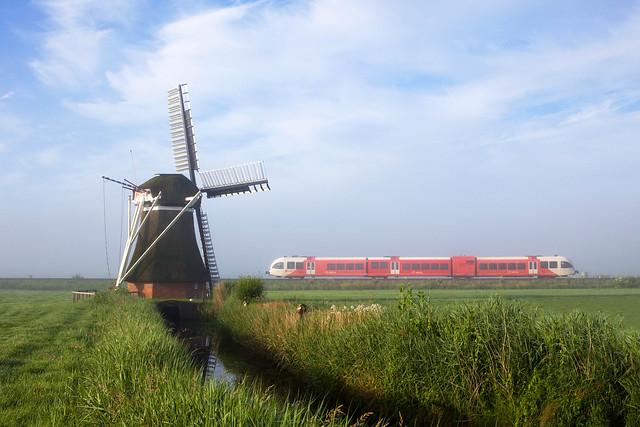 Arriva GTW 2/8  - trein 37415  Groningen - Leeuwarden   - Visvliet