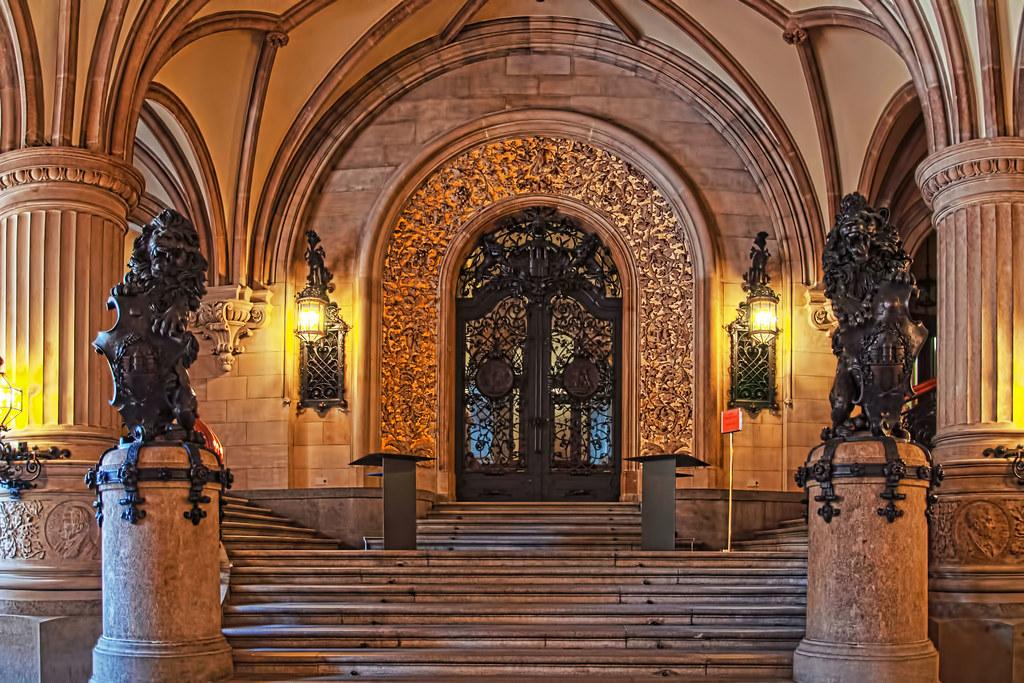 Hamburg Rathaus Eingangshalle 4