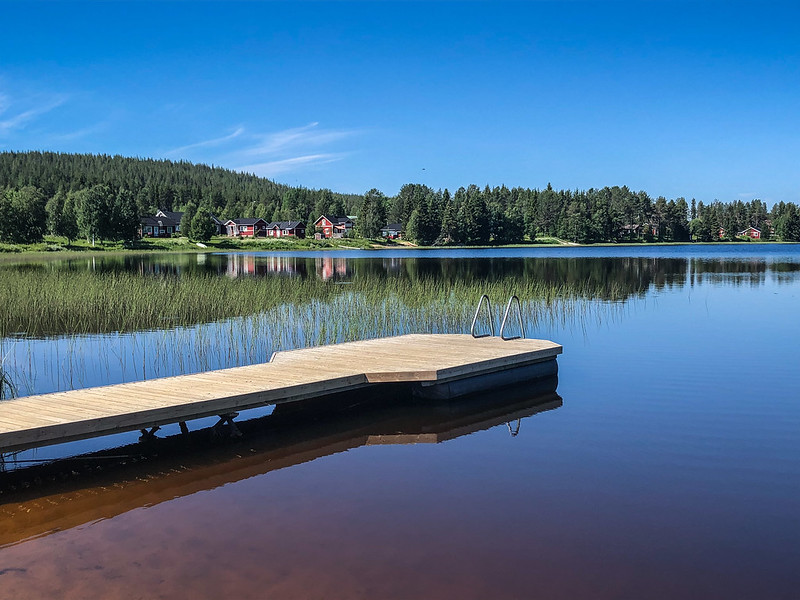 Äkäslompolo lake shore