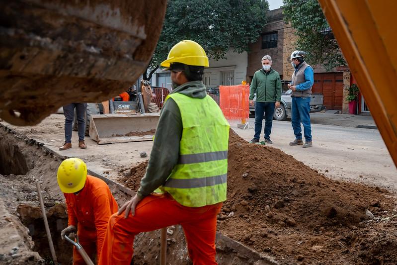 Colocan un aliviador cloacal que beneficia a 25.000 vecinos de tres barrios