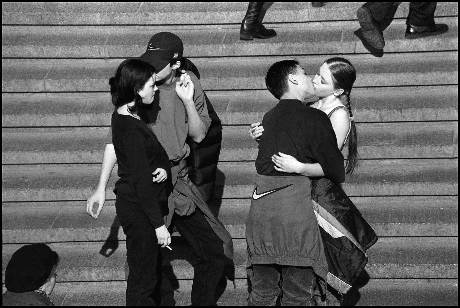 Дети целуются. 1994