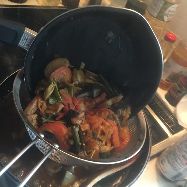 夏野菜とシーフードのスパイスカレー!