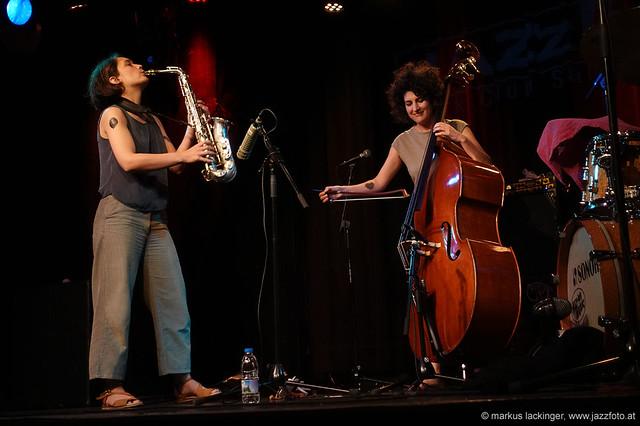 Luise Volkmann: sax / Athina Kontou: bass