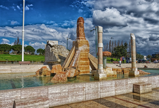 Brunnen zur 25. April Revolution